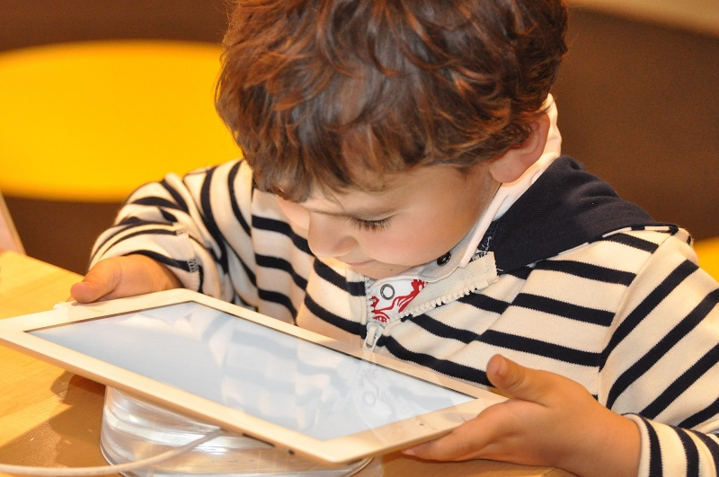 Using tips for protecting children with smart technology will make it easier for families to adopt and adapt to the new way of life.
